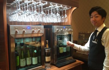 ワインサーバーには赤4種・白4種・泡1種を常備